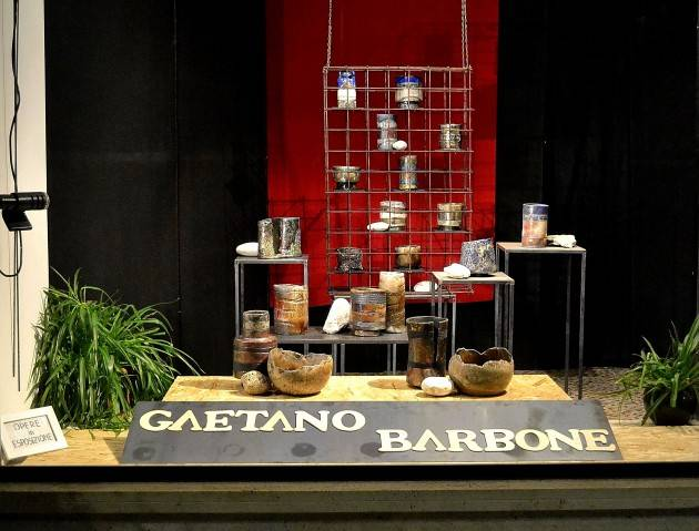 Gaetano Barbone e le ceramiche Raku esposte ad Arte in Vetrina a Piadena