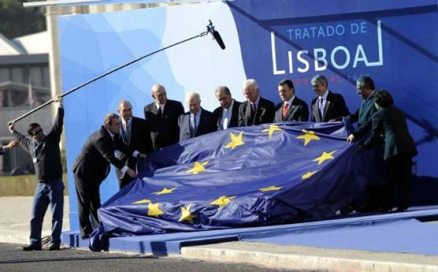 AccaddeOggi   #1dicembre 2009 – Il Trattato di Lisbona entra in vigore, dopo la ratifica di tutti gli stati dell'Unione europea.