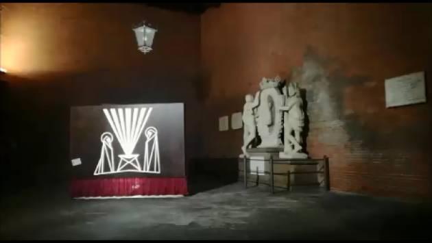 (Video ) La Bella e formosa Cremona , capitale della Padanìa, augura a tutti Buone Feste  [di Chiara Peli]