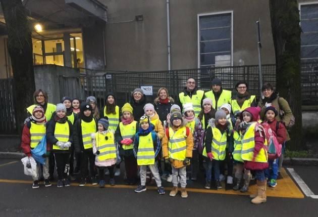 Piedibus Cremona, nuove pettorine catarifrangenti per bambini e accompagnatori