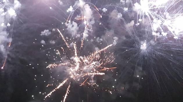 Bagno di folla ad Alassio per i tradizionali fuochi d'artificio del primo dell'anno di Christian Flammia