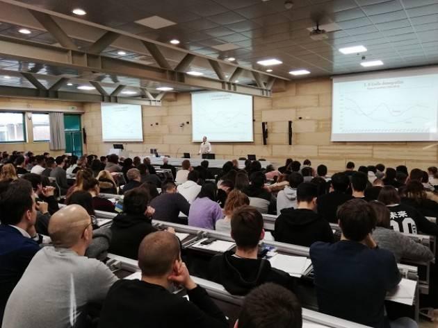 (Video) Politecnico Cremona: Grande successo per la conferenza 'Perché l'Italia non cresce' di Carlo Cottarelli