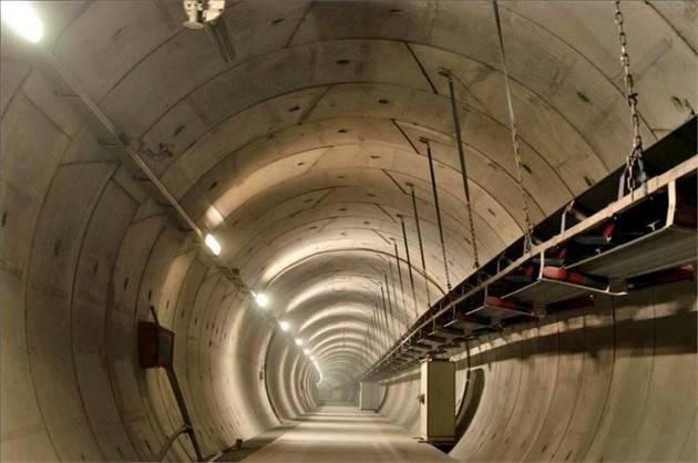 ADUC L'irriverente esplora i tunnel dei politici