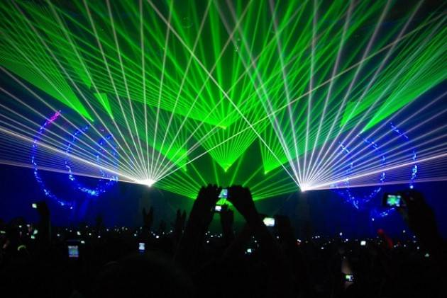 Luci laser ed effetti speciali per Su e giù per il Corso