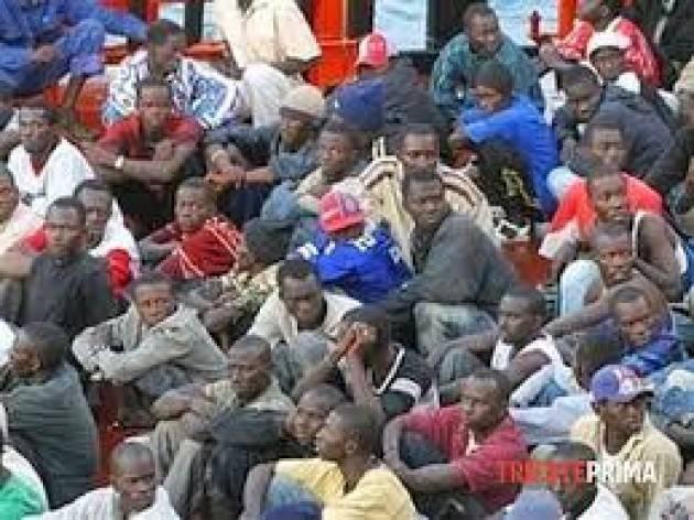 Pianeta Migranti. 'Gli sciacalli della finanza brindano a Salvini'