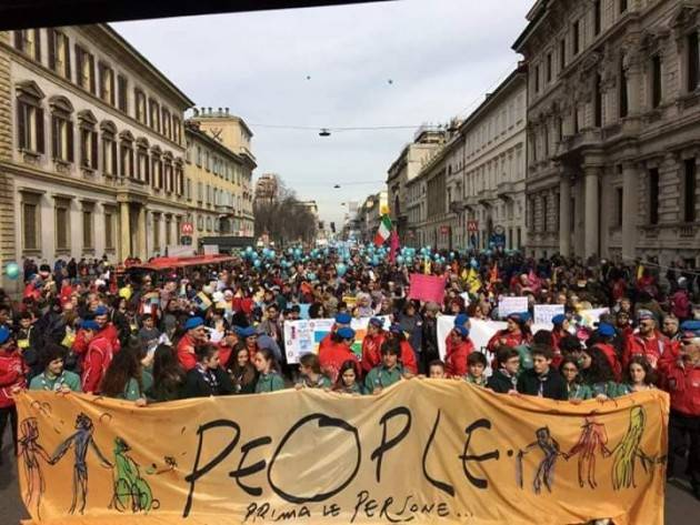 Manifestazione di Milano 'People - Prima le persone', molti i cremonesi (di Gian Carlo Storti)