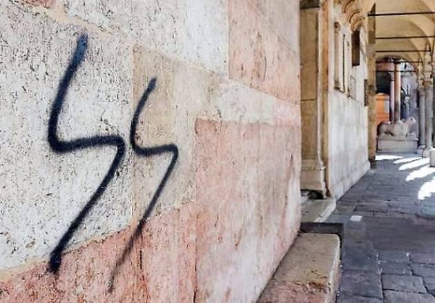 Il Sindaco Galimberti firma la denuncia per le scritte fasciste e naziste sul Duomo di Cremona