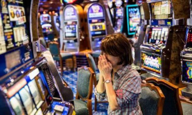 Crema Lotta al gioco d'azzardo : le macchinette spente dalle ore 7:30 alle ore 9:30, dalle ore 12:00 alle ore 14:00, dalle ore 19:00 alle ore 21:00.