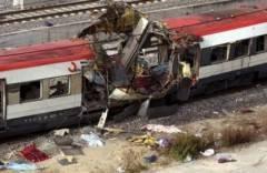 AccaddeOggi  11 marzo 2004 – Spagna: Una serie di attentati a treni sconvolge Madrid : 191 morti e 1.500 feriti