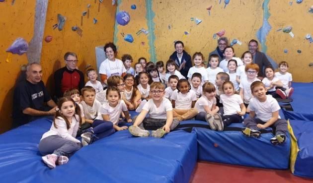 Gianluca Galimberti in visita alla Scuola infanzia Sacra Famiglia