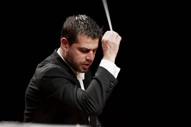 La Verdi diretta da Jader Bignamini al Teatro Ponchielli giovedì 14 marzo