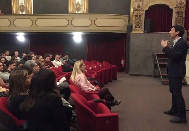 Cinzia Zuffada incontra i ragazzi del Liceo Aselli. Galimberti: «Un onore poter ascoltare le sue parole»
