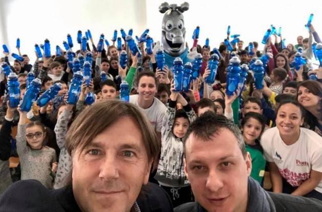 Padania Acque e VBC Epiù Pomì Casalmaggiore portano il progetto Acqua Eco Sport nelle scuole del casalasco