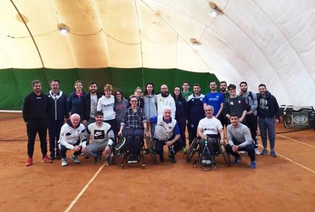 Tennis in carrozzina: la squadra della Baldesio incontra gli studenti dell'Università di Pavia