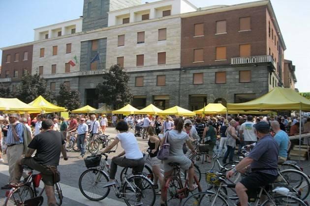 Campagna amica: i cibi del buonumore domenica 7 aprile in piazza Stradivari