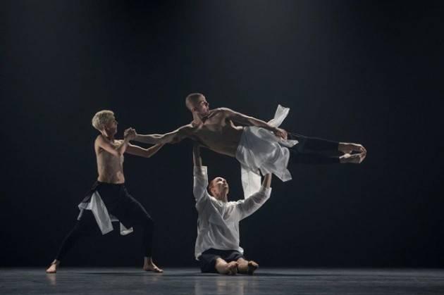 Company Wayne McGregor in Autobiography al Teatro Ponchielli sabato 13 aprile