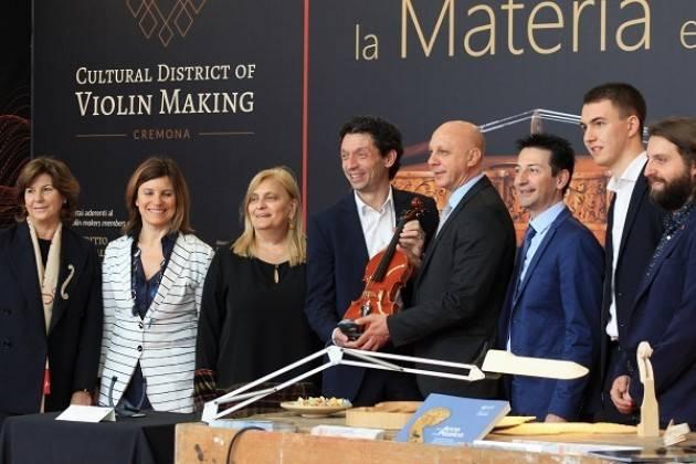 La liuteria cremonese debutta al Salone del Mobile di Milano