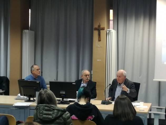 (Video) Ass.25 aprile Cremona  Conoscere Costituzione 'L'Italia ripudia la guerra ' Relatore Mario Losano