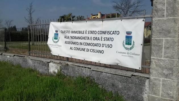 I pensionati dello SPI-CGIL in Visita a bene confiscati alla ndrangheta con gli studenti del Pacioli di Crema