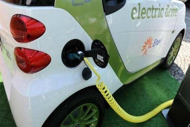 """""""Le auto elettriche potrebbero essere più economiche delle vetture a benzina o diesel già dal 2022"""""""