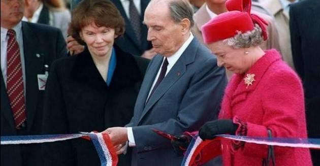 AccaddeOggi 6 maggio 1994 – Elisabetta II del Regno Unito e il Presidente francese François Mitterrand inaugurano l'apertura dell'Eurotunnel