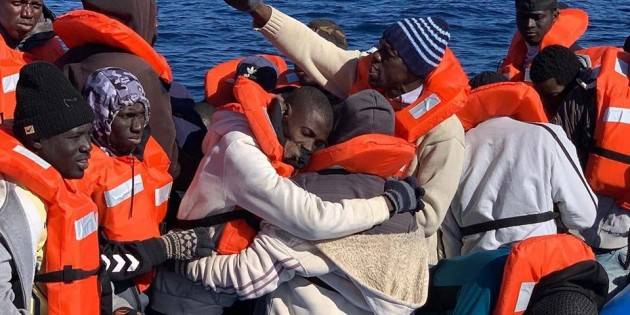 Pianeta Migranti. Il patto antisovranista dei sindaci mediterranei. (video)
