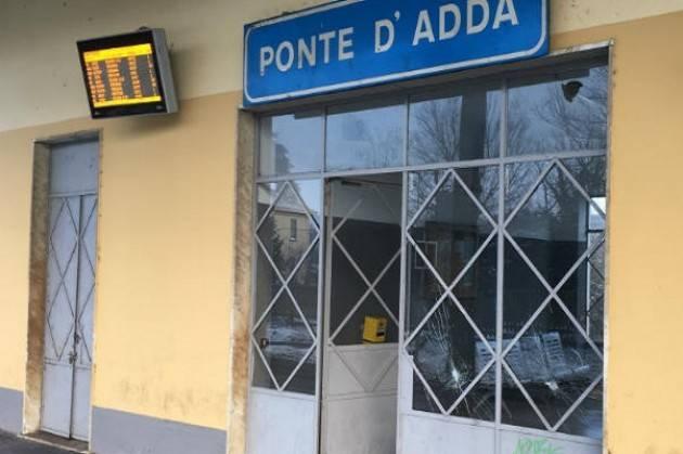 Vandali in azione alla stazione di Ponte d'Adda