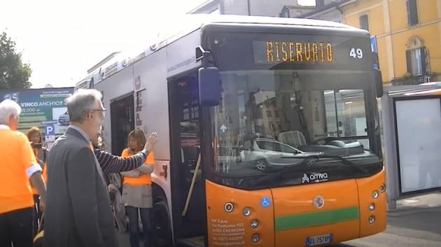 Cremona senza ostacoli Diversamente Uguali 2019: giro in città in carrozzina (Video di Chiara Peli )