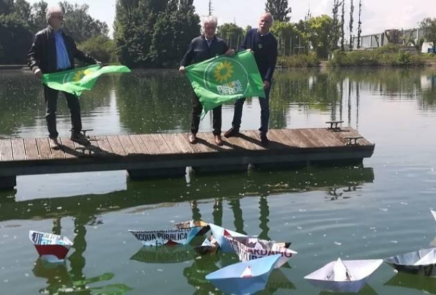 Flash mob di Europa Verde al porto di Cremona
