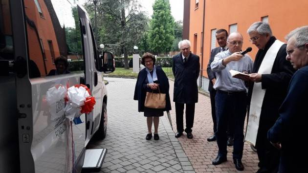 Fondazione La Pace: donato nuovo minibus per il trasporto di persone anziane e disabili