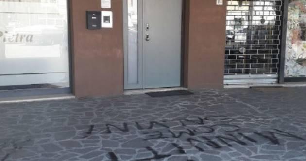 Scritte spray 'Minniti come Salvini' davanti alla sede del PD Cremona: Vittore Soldo :Noi si va avanti!
