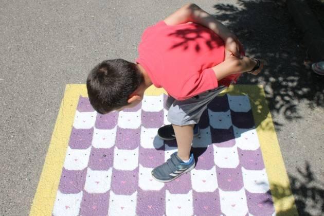Piacenza 'Liberi di muoversi'alla primaria Due Giugno, inaugurati i giochi da giardino