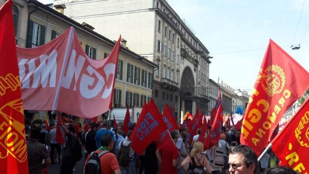 Anche la Fiom-Cgil di Cremona a Milano in manifestazione durante sciopero dei metalmeccanici (video)