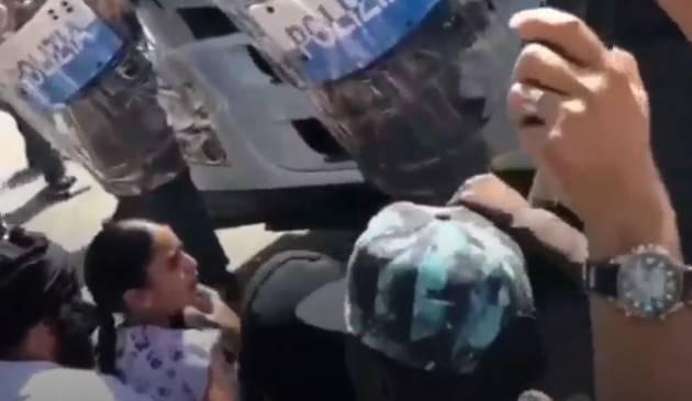 Soresina Tensione e scontri tra polizia e facchini davanti alla sede della Finiper (Video)