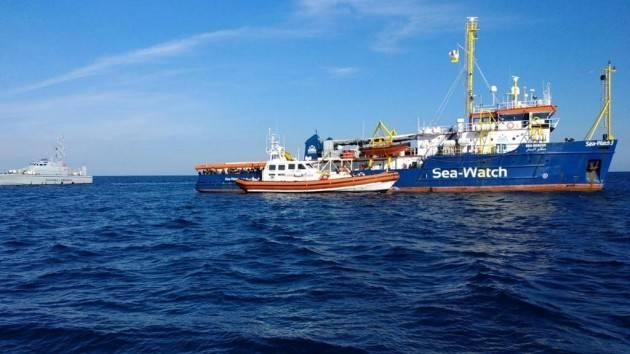 Pianeta Migranti.'Lampedusa, continueremo a dormire per strada finché i migranti non sbarcheranno'