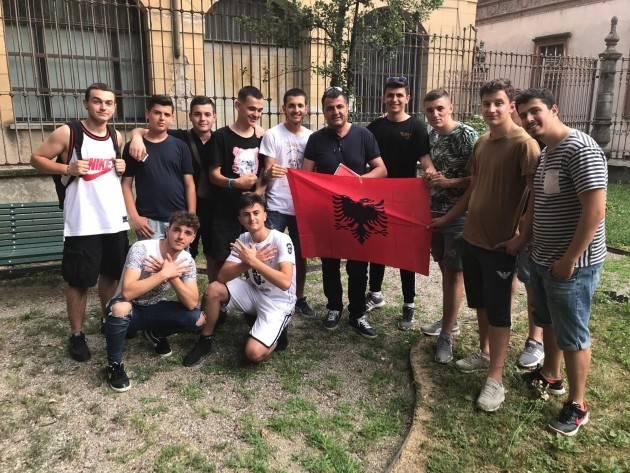 Cremona Anche i ragazzi albanesi e del Kosovo  partecipano alla settimana del rifugiato di  Hajazi LANDI.