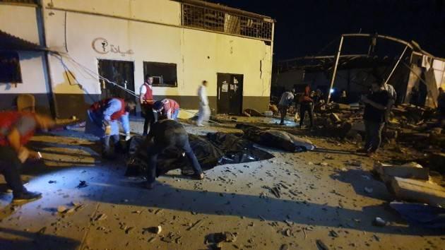 LIBIA: AMNESTY L'ORRIBILE ATTACCO AL CENTRO DI DETENZIONE PER MIGRANTI SIA INDAGATO COME CRIMINE DI GUERRA