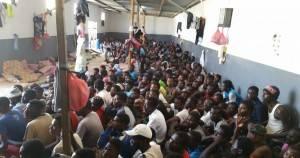 Amnesty Rilasciare ed evacuare i rifugiati e i migranti detenuti in Libia