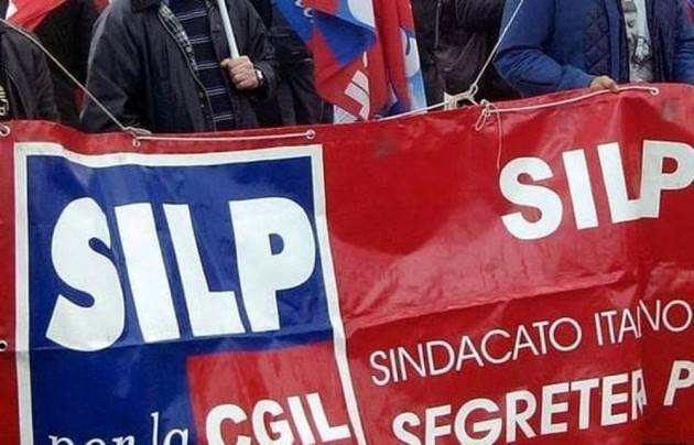 Silp-CGIL Poliziotti in piazza: il governo fa solo propaganda   Emanuele Di Nicola