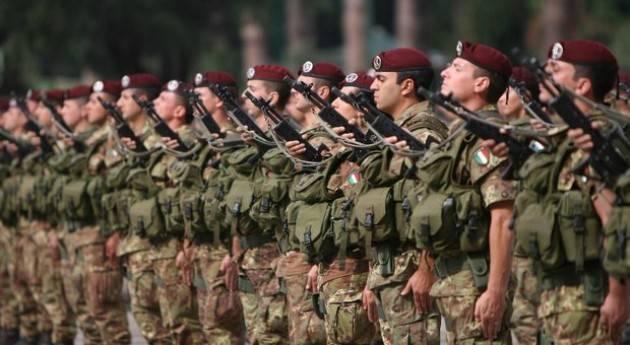 AccaddeOggi   29 luglio 2004 – Dopo 143 anni di coscrizione, l'Italia abolisce la leva obbligatoria.