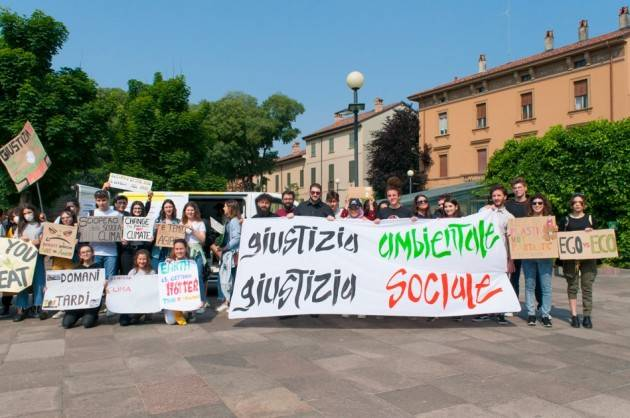Fridays For Future A Cremona  Venerdì 2 Agosto - Piazza Duomo Tutti in piazza con mascherine e cartelli!!