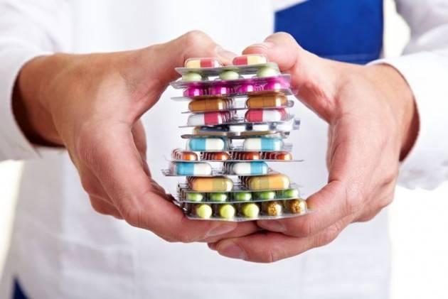 Farmaci generici, gli italiani ne sanno molto ma li usano poco