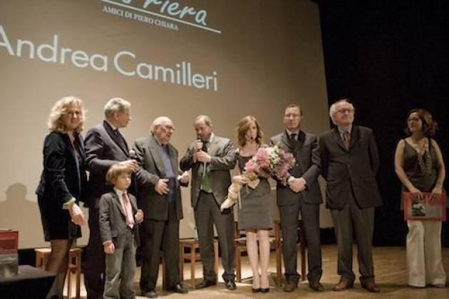 Camilleri , un memo da Luino dove ricevette il 'Premio Chiara alla carriera'