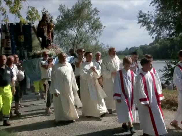 Tanta gente alla  processione 2019  con la Madonna di Brancere sul PO (Video E.Sciacca)