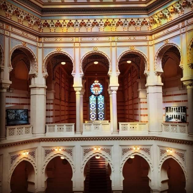 Sarajevo visto da Jacopo Bassi  illustra le bellissime foto della ricostruita biblioteca austriaca