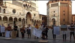 I giovani di Fridays For Future di Cremona in piazza per gridare  'Giù le mani dall'Amazzonia!'