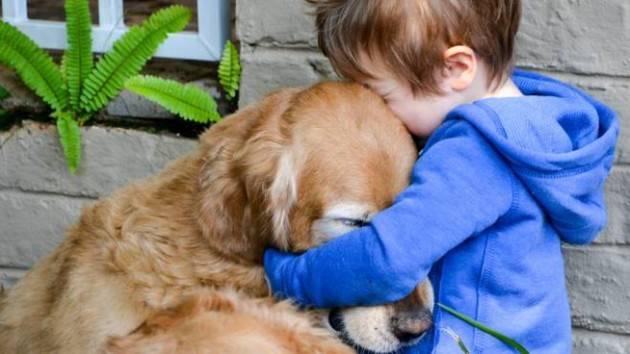 ADUC Vita da cani. Oggi mi guardo la tv con il mio cane: 'che ti va di vedere?'