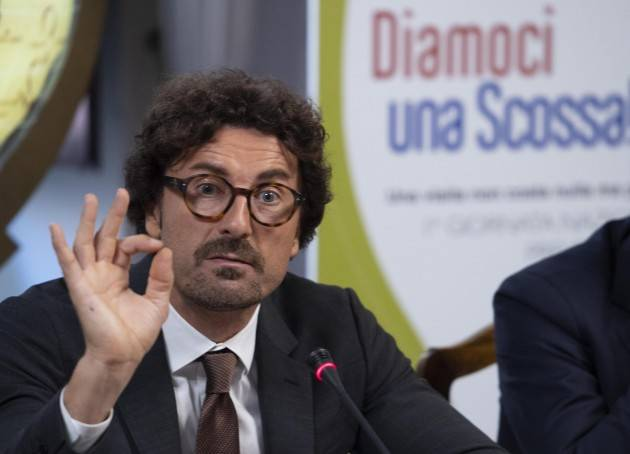Danilo Toninelli il privilegiato di Gabriele Beccari (Cremona)