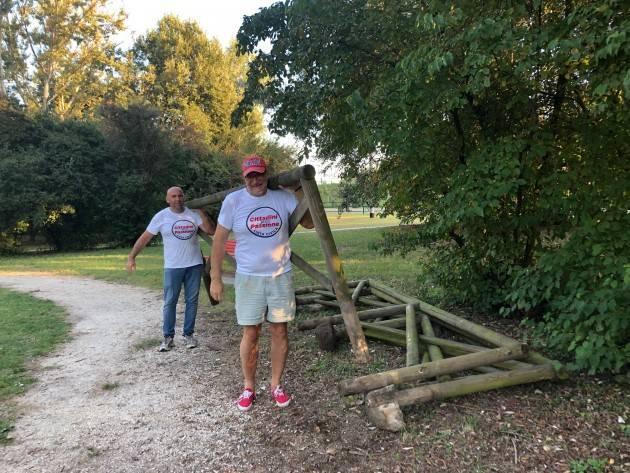 Cremona Cittadini per Passione ancora all'opera, presto nuova staccionata al laghetto dell'anello ciclabile nel parco al Po