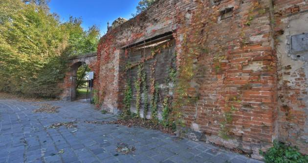 TORRIONE, MURA DI PORTA MOSA, OH CHE PENA O LA VISIONE DI COTANTO SQUALLORE| Giorgino Carnevali    (Cremona)